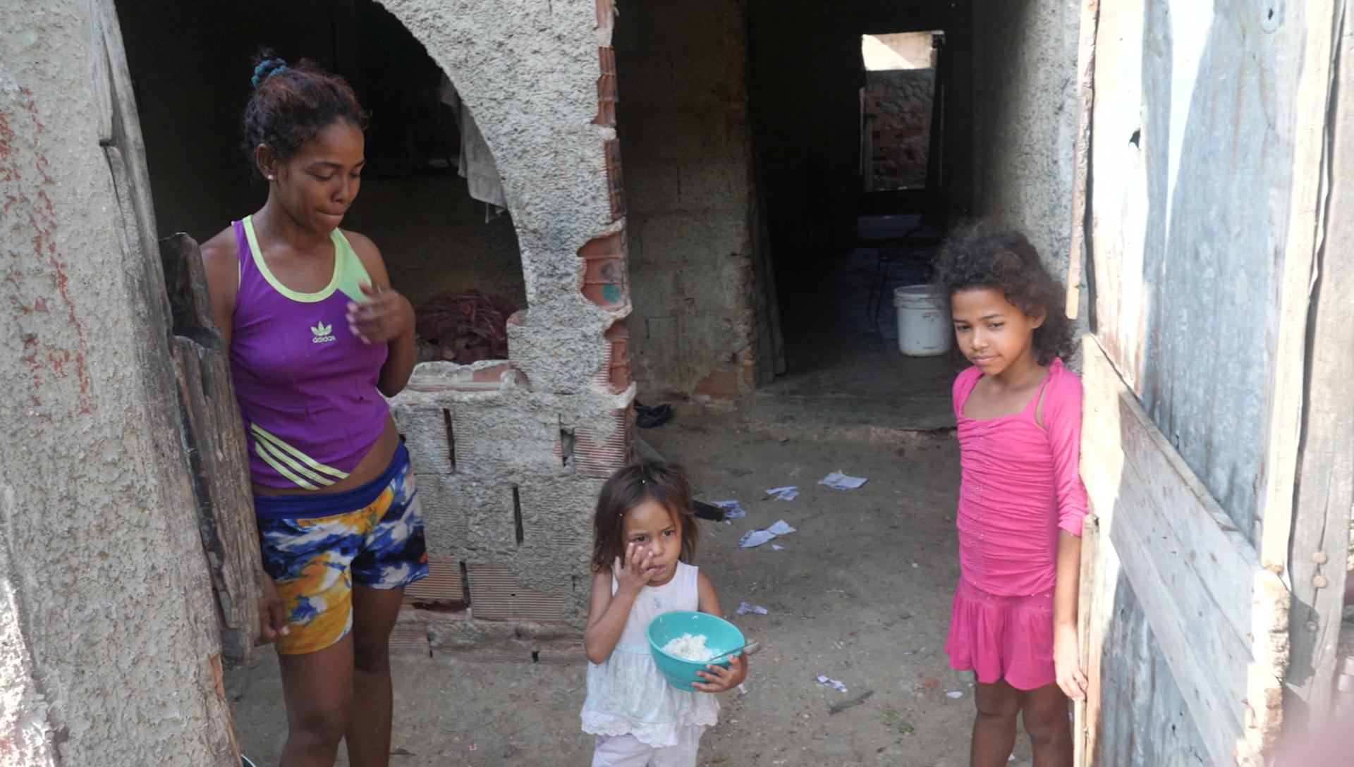 170515170542-02-venezuela-undercovermom-girls